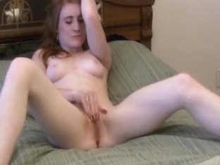 Super Horny Girlfriend Spreads Her Pussy To Orgasm