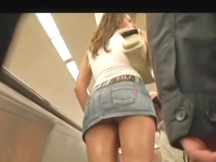 Marvelous hot brunette with bouncing ass in mall candid