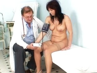 Mature Livie pussy examination by horny gyno doctor