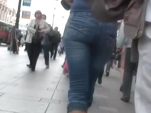 With a voyeur's camera you can see lot's of nice asses