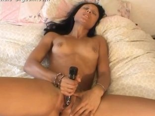 Isis masturbates until climax and her pussy gets so wet
