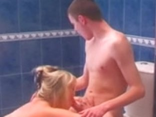 Older whore with saggy billibongs drilled in the bath