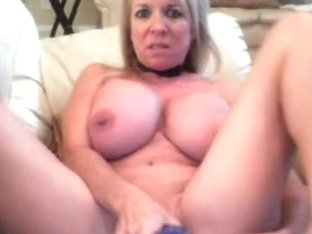 Silicone hottie's bouncing big boobs