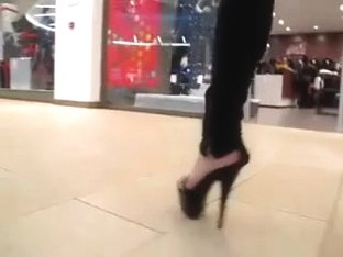 teen heel flashing in mall