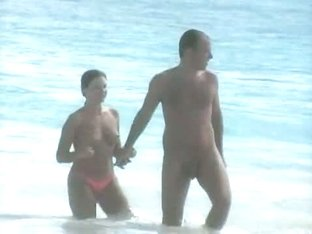 Hot and sexy voyeur beach video of many beautiful women