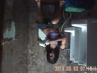 vietnamese teen in Beeclub' tollet