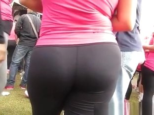 Cameltoe and asses in tight sports outfits