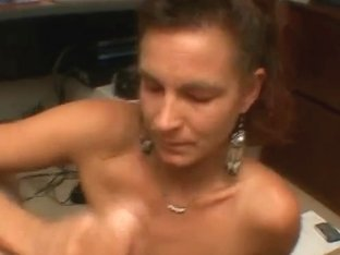 Tiny love bubbles wench gives great tugjob