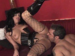 Passionate curve Roxy Deville likes hardcore sex