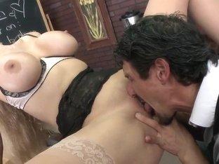 Sexy tutor Julia Ann teaches hot guy of female seduction!