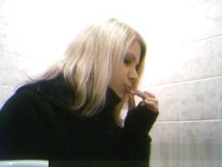 Blonde peeing