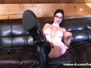 Livecam Boot Slave Wanks & Worship Mistress Bianca - KinkyFrenchies