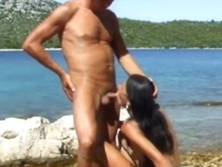 Getting a precious Bj from a tanned chick