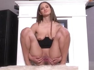 Foxy Czech Girl Opens Up Her Slim Pussy To The Extreme38xui