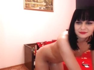 Brunette -Artemida01- posing for the webcam