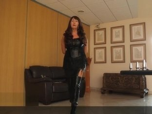 Mature Herrin Carmen Buttplugset fuer Sissy Training Leather Boots German