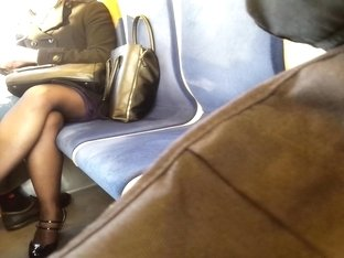 jolies jambes dans le RER C sexy legs in the train