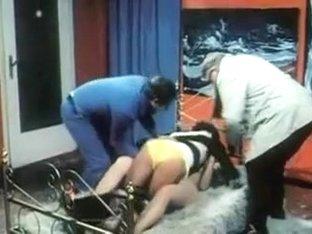 Lass Jucken (Group sex erotic scene)