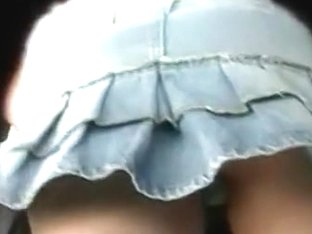 Hot girl and her ass in this upskirt video made by a candid cam