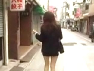 Lovely Japanese babes show their nice butts in public