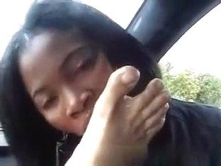 Pattaya girl car blowjob and sucking toes