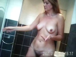 Amateur MILF Sara Bathroom Spy cam