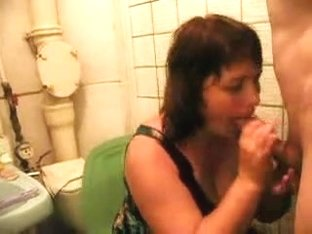 Chubby Girl Gives BJ on Toilet