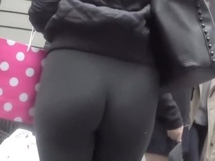 Connoisseur of asses in tights