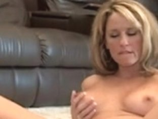 Mommy Toys Her Hawt Muff In Mirror