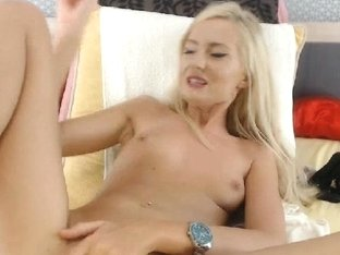 Amateur Hottie Play her Pussy on Cam