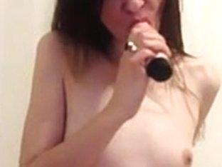 Sexy webcam slut shoved a dildo up her wazoo