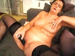 Drilling my mature cunt with a toy