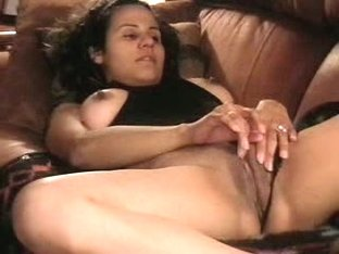 Babe reaches hard orgasm