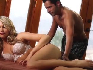 Stunning blonde babe Mia Malkova gets fucked and cummed on