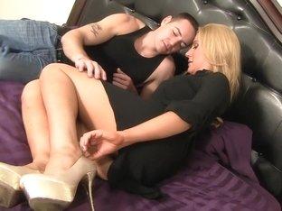 Hottest pornstars Emily Kaie and Jennifer Best in horny cumshots, cunnilingus porn scene