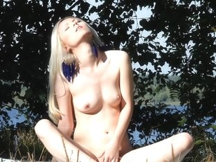 Blonde hottie Mirta fingers her cunt in HD porn art