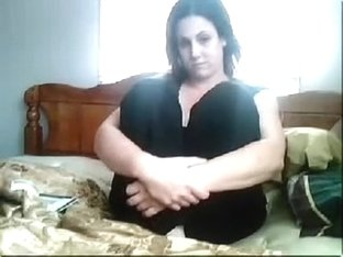 My hot webcam amateur shows me posing in sexy clothes