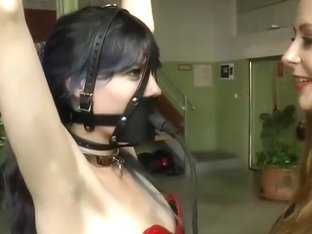 sub's pump gag repeatedly inflated