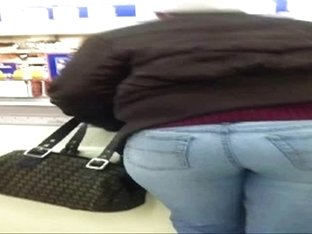 candid booty at grocery store