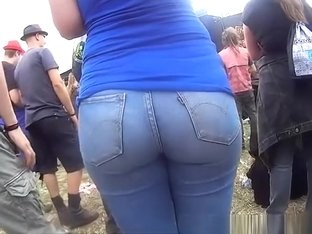 Chubby ass chick in tight blue jeans