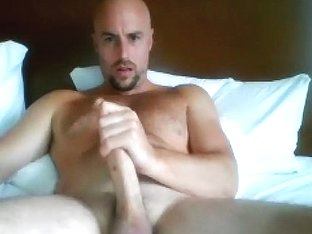 Dishy poof is frigging in the bedroom and shooting himself on web cam