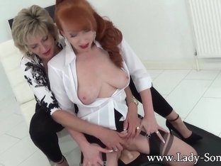 Red Cums VERY Hard On The Sybian - LadySonia