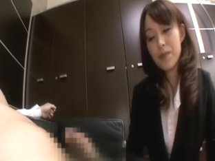 High class Officelady giving a good oral job