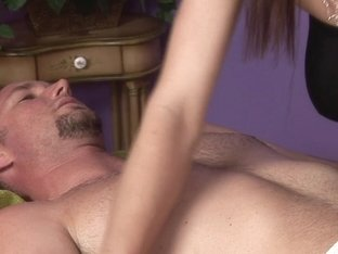 Massage-Parlor: She's The Boss