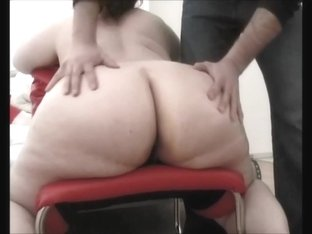 Amateur ass vid where sluts pose and show feet