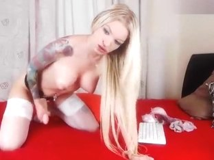 AnnaPlayboy: tattooed blonde fucks herself