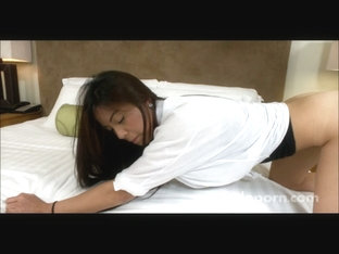 Bimbo films her first sex toy video