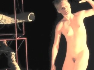 Naked on Stage 005 Promenades