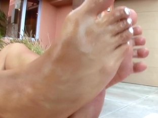 Mariah Milano and her Pretty Toes!!