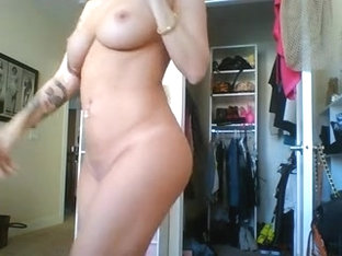 Blonde vixen posing on webcam